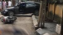 Video diễn biến vụ ô tô Toyota Camry lùi gây chết người tại Hà Nội