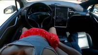 """Tesla Model X và Autopilot bất ngờ xuất hiện trong """"phim người lớn"""", Elon Musk nói như thế này"""