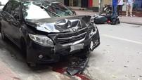 Hà Nội: Tài xế ô tô gây tai nạn liên hoàn khi đi ăn sáng khiến 2 mẹ con bị thương