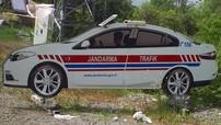 """Chết cười chuyện cảnh sát Thổ Nhĩ Kỳ dùng xe giả cắt từ bìa cứng để """"dọa"""" người đi quá tốc độ"""