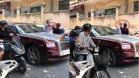 Hà Nội: Người đàn ông chạy xe máy dùng nón bảo hiểm đập vào đầu lái xe Rolls-Royce Ghost