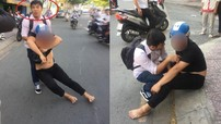 """Sài Gòn: Bị nhắc nhở vì """"nẹt pô"""", thanh niên đánh người bất tỉnh rồi giả vờ chăm sóc nạn nhân và """"chuồn"""" khỏi hiện trường"""