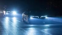 """Bộ đôi VinFast LUX SA2.0 và LUX A2.0 nổi """"bần bật"""" trong đêm tối với hệ thống chiếu sáng LED"""