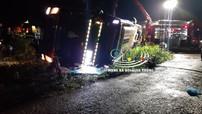 Đồng Nai: Ô tô khách lật nghiêng, đè lên xe máy, 2 mẹ con tử vong