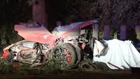 Bị hất văng ra khỏi chiếc Lamborghini Huracan trong vụ tai nạn ở vận tốc hơn 160 km/h, đôi nam nữ tử vong