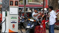 Kể từ 1/6, người đi xe máy sẽ không được mua xăng nếu không đội mũ bảo hiểm