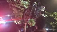 Hội An: Nam thanh niên chạy xe Suzuki Satria F150 đâm vào cột chỉ đường rồi lao xuống sông tử vong