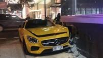 """Siêu xe Mercedes-AMG GT S """"xuyên tường"""" đại lý BMW"""