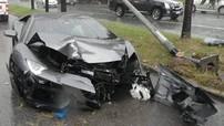 """Siêu xe Lamborghini Aventador hơn 25 tỷ đồng """"nát đầu"""" khi chủ nhân vội lái xe đến đám tang bố"""