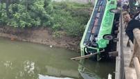 Thanh Hóa: Ô tô khách rơi xuống sông khiến 10 người thương vong