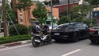 Hà Nội: Tông trúng Porsche Panamera giá 12 tỷ đồng, người đi xe máy méo mặt vì số tiền đền bù 50 triệu