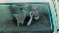 Tài xế Trung Quốc bị phạt tiền và trừ điểm bằng lái chỉ vì đưa tay lên... gãi mặt