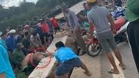 Sơn La: Người phụ nữ bị khối bê tông đè trúng chân sau tai nạn xe đầu kéo, hàng chục người đến giải cứu