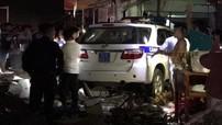 Bình Dương: Toyota Fortuner của CSGT tông người bán hoa quả rồi lao vào cửa hàng vàng