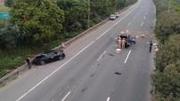 Tai nạn liên hoàn trên đại lộ Thăng Long khiến ô tô tải và xe con cùng nát đầu
