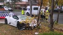 Lái xe bất cẩn, người đàn ông phá nát siêu xe Lamborghini Huracan mui trần giá hơn 9 tỷ đồng