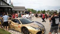 Người dân Mộc Châu vây quanh chụp ảnh với dàn siêu xe hơn 235 tỷ đồng của đoàn Car Passion 2019