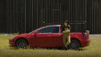 Gặp gỡ Truckla - Chiếc bán tải Tesla đầu tiên trên thế giới được tự chế bởi một cô gái