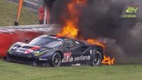 Tay đua may mắn thoát ra khỏi chiếc Ferrari 488 GT3 bốc cháy ở giải đua 24 Hours of Nürburgring
