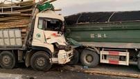 Ô tô tải tông vào đuôi xe ben khiến 2 người tử vong, cầu Thanh Trì ùn tắc nghiêm trọng