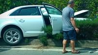 Xe tiền tỷ Audi A4 mất lái, lao lên dải phân cách tại quốc lộ 22