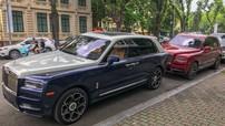 Cặp đôi Rolls-Royce Cullinan của nhà giàu Việt khoe dáng trên con phố đắt đỏ nhất ở Hà Nội