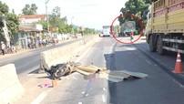 Bình Định: Sang đường bằng lối tự mở giữa dải phân cách, 2 vợ chồng đi xe máy bị ô tô tải tông tử vong