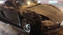 Hà Nội: Porsche 718 Boxster tông vào đuôi xe Toyota Innova, cả 2 xe hư hỏng nặng