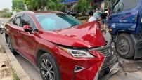 Hà Nội: Xe sang Lexus RX350 đối đầu xe bồn chở nước trên đê Yên Phụ