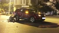 Hà Nội: Xe máy tông móp sườn Ford Explorer, 2 nam thanh niên bị thương nặng