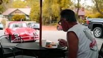 Cảm phục người đàn ông lái chiếc Porsche 356 trong 50 năm và đạt 1,6 triệu km