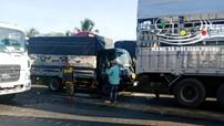 Tiền Giang: Gây tai nạn khi đang ngủ gật lái xe, tài xế xe tải bị mắc kẹt trong khoang lái