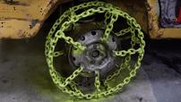 Chứng kiến người Nga làm ra bánh xe từ 50 mét dây xích và chạy thử trên tuyết