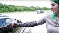Chủ xe Tesla Model 3 mở khóa xe bằng cánh tay được cấy chip RFID