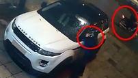 """Hà Nội: Lợi dụng đêm hôm mưa bão, kẻ gian ra tay """"vặt"""" cặp gương xe Range Rover"""