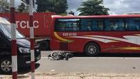 Bà Rịa - Vũng Tàu: Tránh xe khách đón trả khách dọc đường, một gia đình đi xe máy thương vong