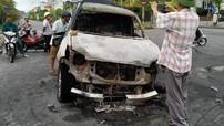 Quảng Ninh: Tông vào dải phân cách, tài xế lái Toyota Land Cruiser Prado cố tình chạy tiếp khiến xe bốc cháy