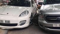 Hải Phòng: Tông vào Porsche Panamera đang đỗ, xe bán tải Ford Ranger gãy trục