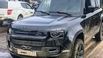 """Rò rỉ hình ảnh Land Rover Defender 2020 """"không che"""" trên phim trường James Bond mới"""