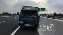 Tông vào dải phân cách trên cao tốc Hà Nội - Hải Phòng, tài xế ô tô tải bị hất văng ra ngoài, tử vong