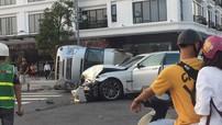 Quảng Ninh: Va chạm với xe sang BMW 7-Series, ô tô khách Ford Transit bị lật nghiêng