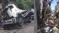 Phú Yên: Ô tô tải tông vào vách núi trên đèo Cả, hàng loạt xe máy trên thùng sau bị hỏng