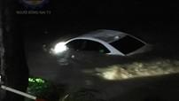 """Đồng Nai: Ô tô bị cuốn trôi tại suối """"tử thần"""" Săn Máu, 4 người may mắn thoát chết"""