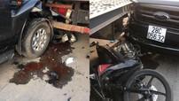 Hải Phòng: Xe bán tải Ford Ranger tông đuôi ô tô tải, xe máy bị kẹp giữa khiến 1 người gãy chân