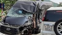 Video ô tô khách Hyundai Solati lấn làn, va chạm với xe container tại Lạng Sơn khiến 1 tài xế bị thương nặng