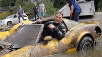 Chứng kiến thợ lặn chuyên nghiệp vớt lên một chiếc Chervolet Corvette C3 đã chìm dưới nước nhiều năm