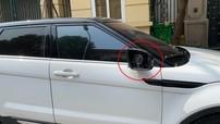 Hà Nội: Range Rover Evoque bị kẻ gian vặt mặt gương, cư dân mạng hỏi bán cho ai?