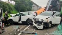 Rùng mình với video quay hiện trường vụ tai nạn liên hoàn giữa 7 chiếc ô tô tại Đài Loan