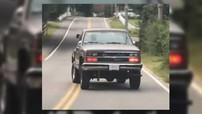 """Chiếc xe bán tải với thân vỏ """"lộn ngược đầu đuôi"""" này sẽ khiến bạn phải gãi đầu suy nghĩ"""
