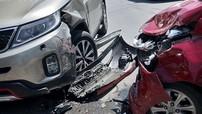 Hà Nội: Hyundai Grand i10 lấn làn, tông trúng Kia Sorento, tài xế tử vong